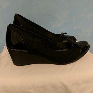 Ann Klein Sport Size 8.5 Black Wedge Dress Shoes